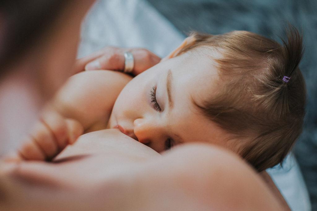 allaitement bébé 10 mois endormie