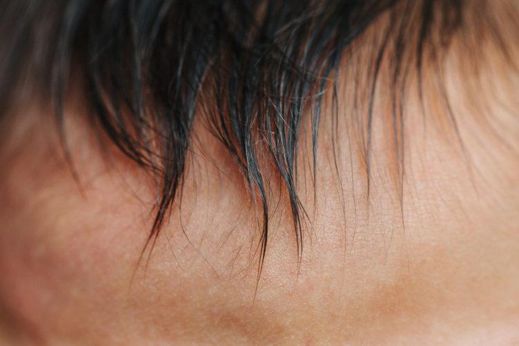 cheveux nouveau-né