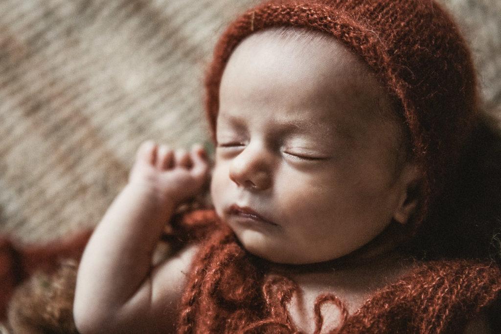 photographe de nouveau-né basée à la Chaux-de-Fonds dans le canton de Neuchatel en Suisse romande