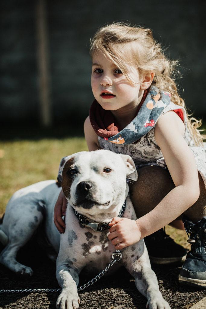 confinement coronavirus dans le jardin avec le chien !