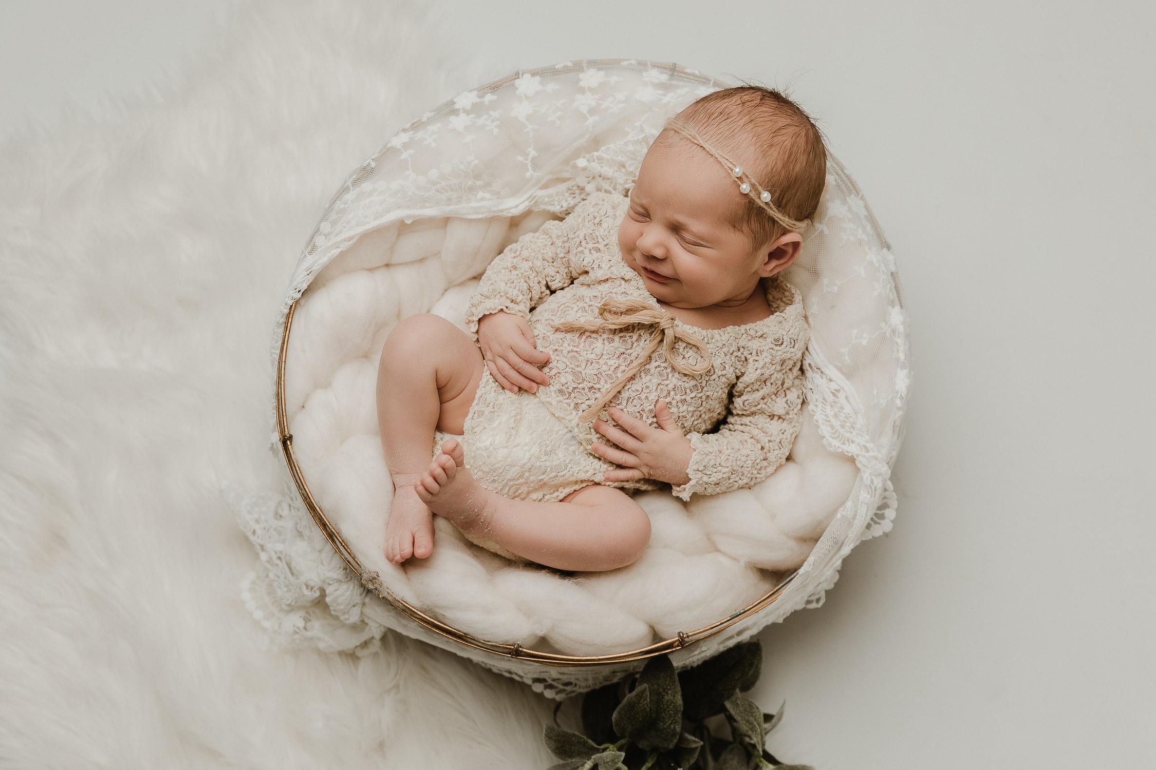photo de bébé Suisse La Chaux-de-Fonds, ASPPNN Association Suisse de Photographes Professionnel de Nouveau-Né